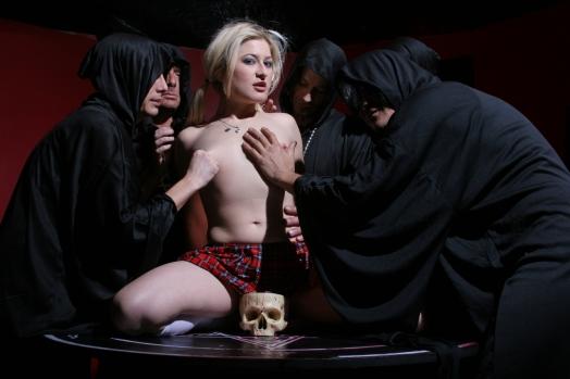 смотреть кино онлайн черные ритуалы сатанинских секс культов горячего секса